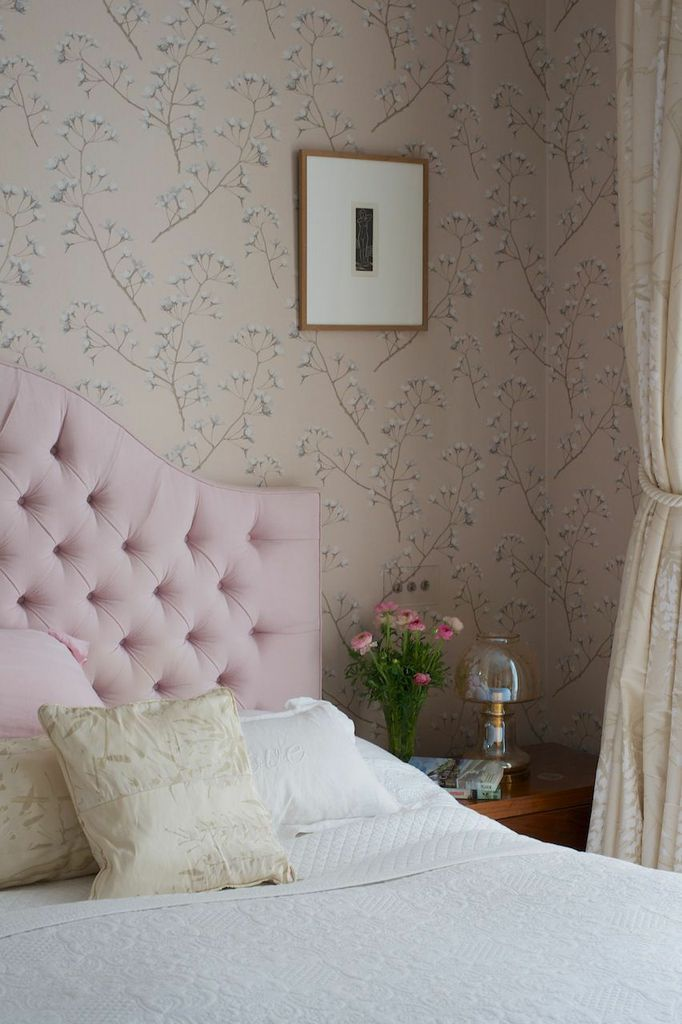 Gloucester Cresent Pink headboard bedroom